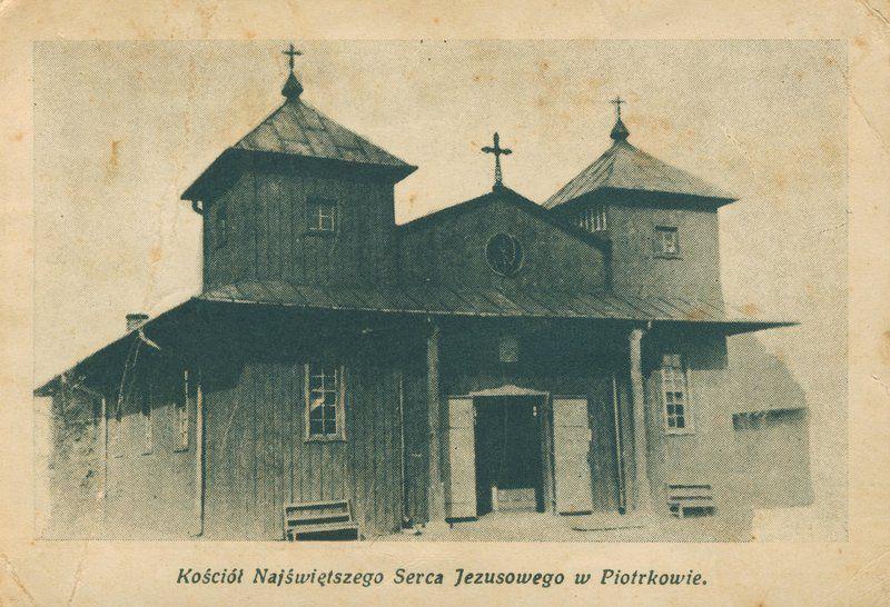 Pierwszy kościół p.w. Najświętszego Serca Jezusowego był budowlą drewnianą. Rozebrano go w 1994 roku.