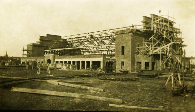 Na placu budowy Hali Targowej.