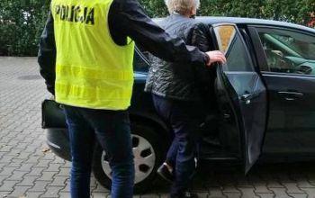 Oszustwa i podrabianie dokumentów. 87 zarzutów dla pracownicy sądu z Tomaszowa