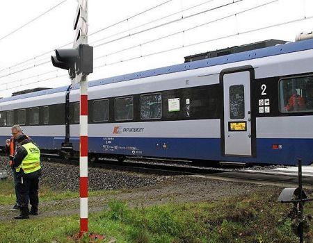 Kompletnie pijany kierowca, zasnął przed przejazdem kolejowym