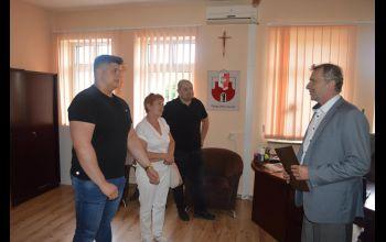 Spotkanie burmistrza z młodym, utytułowanym sportowcem