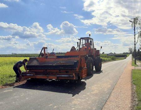 Nowy asfalt na drodze w Witowie