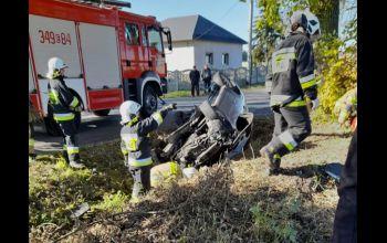 Groźne zderzenie dwóch fordów. Cztery osoby w szpitalu