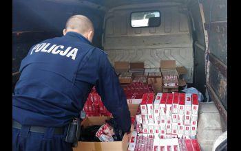 Tysiące nielegalnych papierosów w rękach policjantów