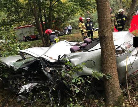 Dachowanie mazdy. Kierowca zginął na miejscu