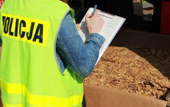 Policjanci przejęli ponad 400 kg krajanki tytoniowej