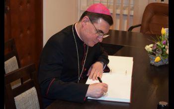 Biskup Marczak w parafii WNMP w Czarnocinie