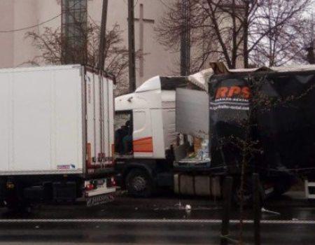 Ciężarówka wjechała w płot kościoła