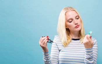 Soczewki kontaktowe - co wybrać – dwutygodniowe czy miesięczne szkła?