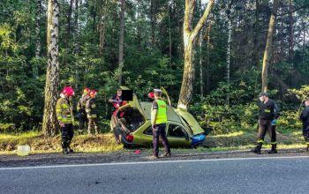 Pijany spowodował wypadek. Pomocy udzielił policjant jadący na służbę