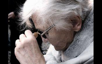 Fałszywi pracownicy spółdzielni okradli seniorkę