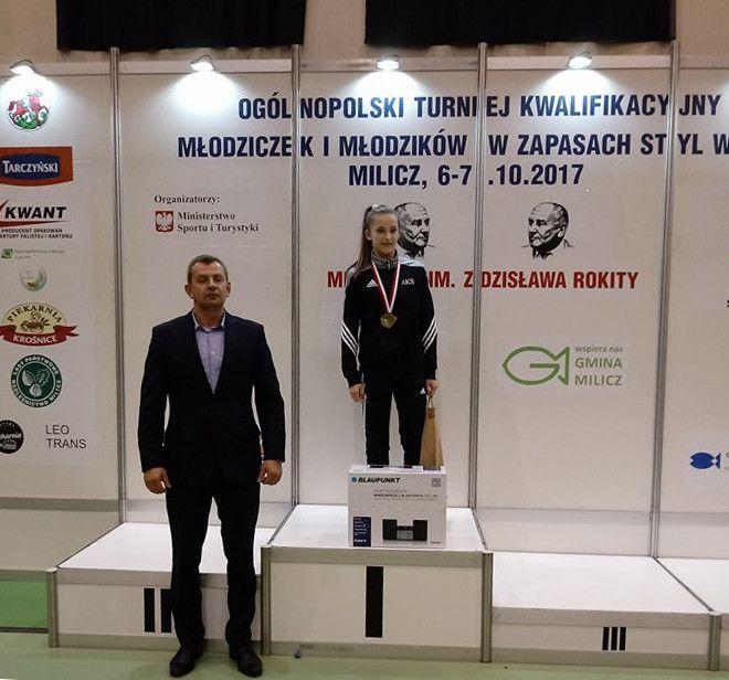 5 medali zapaśniczek AKS Piotrków