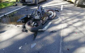 Zderzenie osobówki z motocyklem. Nie żyje 19-latka