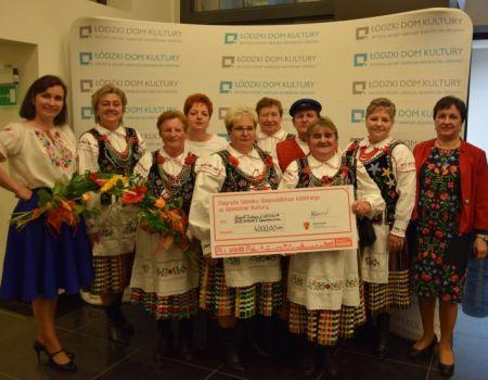 Ludowa Biesiada z Czarnocina odebrała nagrodę