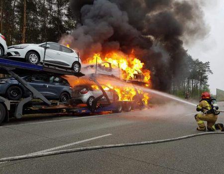 Pożar lawety z samochodami na S8