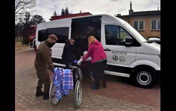 Żołnierze pomogli w przeprowadzce