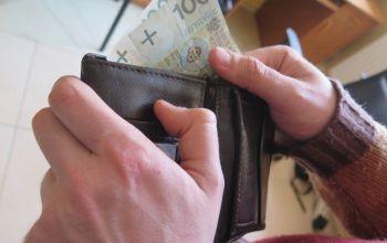 67-latka zabrała portfel 72-latki