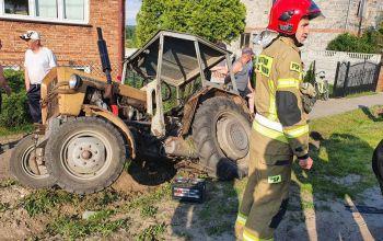 Wypadek w gminie Wolbórz. Ranny kierowca ciągnika rolniczego
