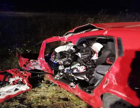 Czołowe zderzenie osobówki z ciężarówką. Kierowca fiata nie żyje