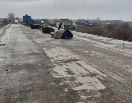 Remont wiaduktu w Siomkach. Prace na półmetku