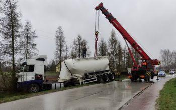 Niejasne przyczyny kolizji ciężarówki