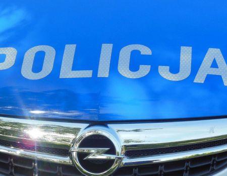 Pijany zasnął za kierownicą przewożąc 10-letnią córkę
