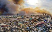 Pożar składowiska odpadów w Ruszczynie