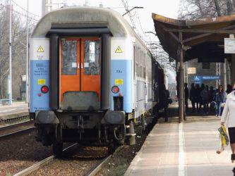 Zderzenie pociągu i osobówki. Kierowca opla nie żyje
