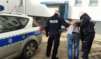 Z kijem na policjanta
