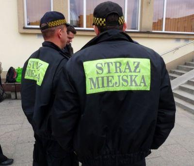 Porcjowali amfetaminę na parapecie komendy Straży Miejskiej
