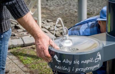 Ratunek dla spragnionych. W Bełchatowie mają źródełka wody pitnej