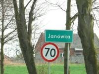 """Janówka – miejscowość między Piotrkowem a Rozprzą, która użyczyła swej nazwy do powieści """"Niesamowity dwór"""" (czwartej części przygód Pana Samochodzika) autorstwa Zbigniewa Nienackiego."""