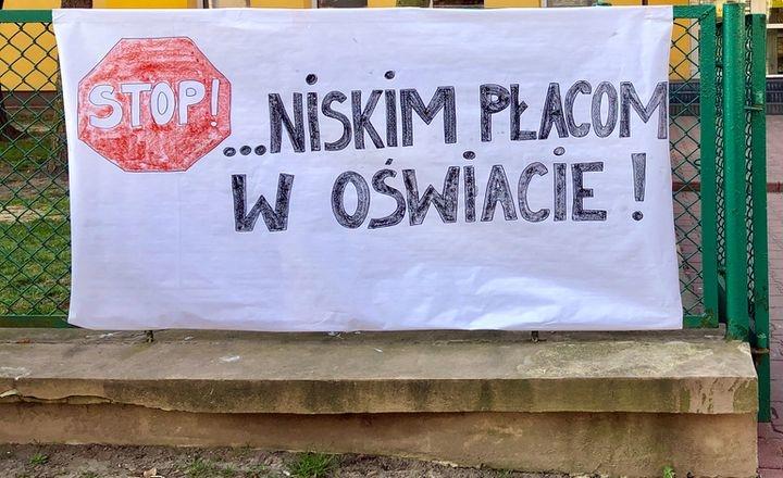 Kolejne szkoły w Piotrkowie i powiecie zawieszają lub rezygnują ze strajku