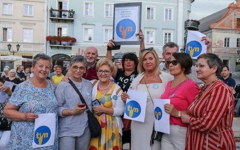 Pierwsza manifestacja w Piotrkowie (10 sierpnia) cieszyła się dużym zainteresowaniem / fot.: R. Illinicz