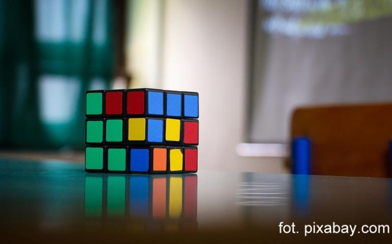Turniej w układaniu kostki Rubika w Piotrkowie