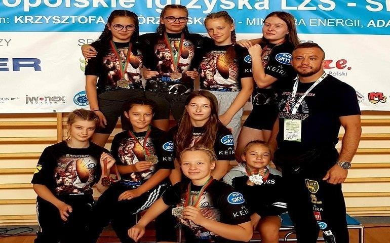 8 medali naszych zapaśniczek