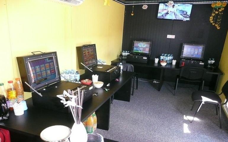 Zlikwidowali nielegalny salon gier hazardowych przy S8