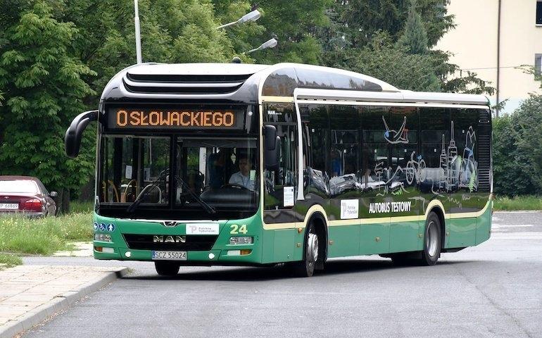 Na zdjęciu testowany w lipcu autobus hybrydowy   Fot. UM Piotrków