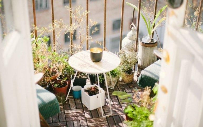Poznaj modne sposoby na urządzenie balkonu