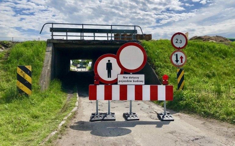 Przejazd pod wiaduktem zamknięty