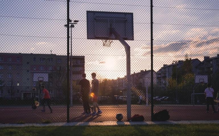Sporty drużynowe, czyli jak połączyć aktywność fizyczną i życie towarzyskie