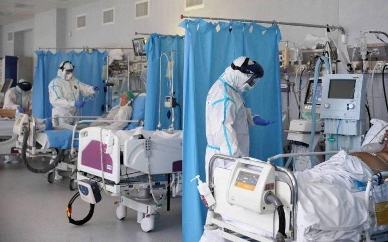 W całej Polsce coraz mniej wolnych respiratorów; pozostała jedna trzecia łóżek covidowych