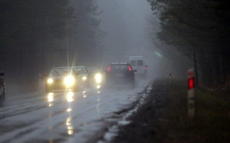 IMGW: ochłodzenie, deszcz i śnieg; poprawa pogody przed weekendem