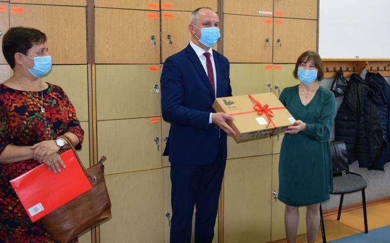 Gmina Czarnocin: Nowe komputery na Dzień Edukacji Narodowej