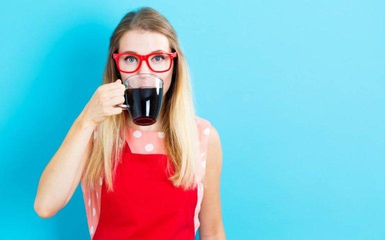 Szklanki do kawy i herbaty znów wróciły do mody?