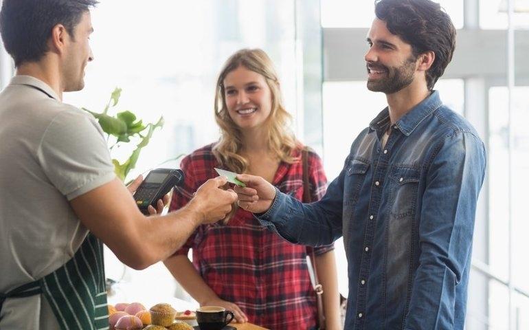 Cashback coraz popularniejszy. Czy zastąpi bankomaty?