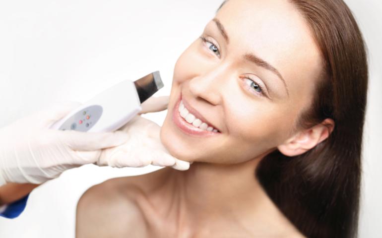 Czy peeling kawitacyjny jest w pełni bezpieczny dla skóry?