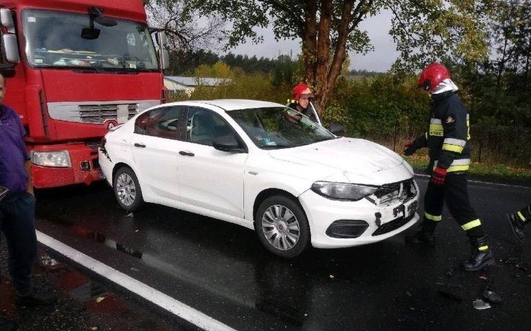 Kolizja trzech aut na DK12 w Poniatowie