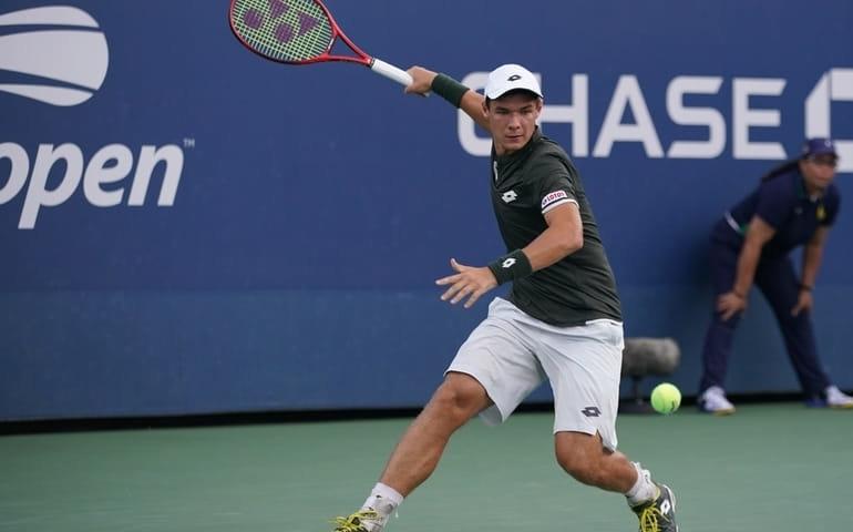 Kamil Majchrzak już w II rundzie US Open, deszcz uniemożliwił rozegranie meczu