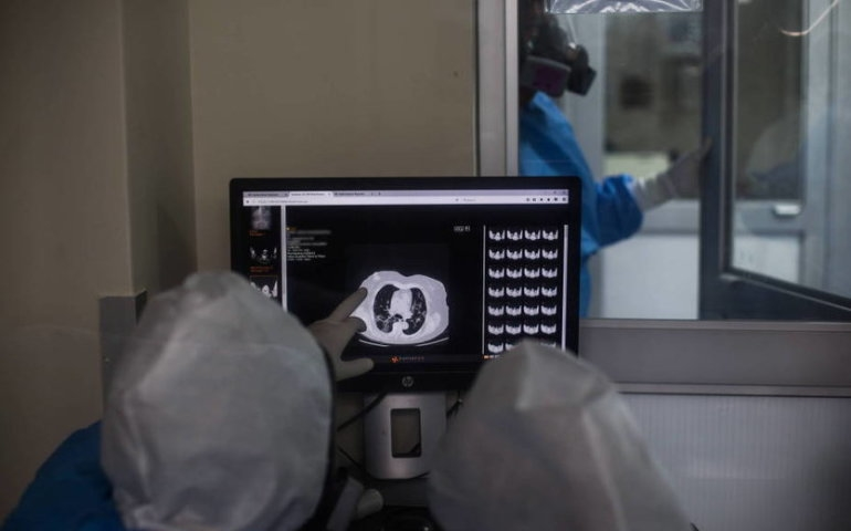Bramka do dezynfekcji w Urzędzie Miasta w Radomsku